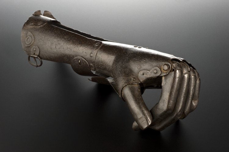 An artificial hand from the 16th century consists of a metal casing that would wrap around the stump of a forearm, held on by metal or leather straps. The wearer could flex his or her fingers at the large knuckle joint, which did not allow much other movement of individual fingers.